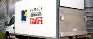 Camion de collectes du Comité Emmaüs de Paray (Donnez tout ce qui peut être réutilisé, réparé, vendu, recyclé)