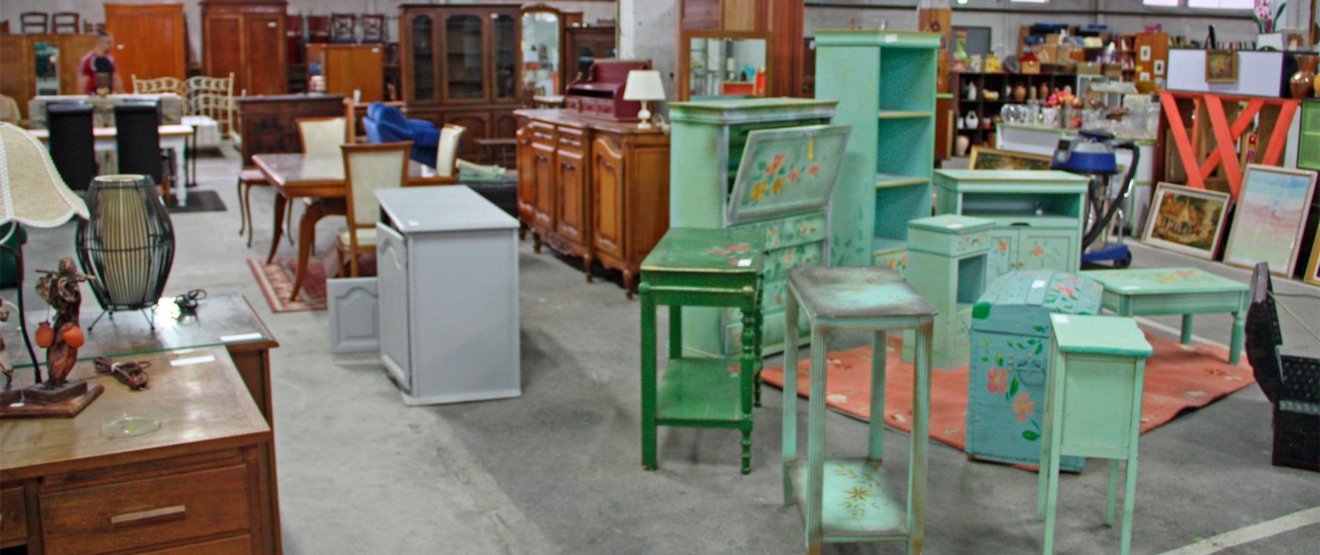 Slider Rayon Meubles au magasin du Comité Emmaüs de Paray